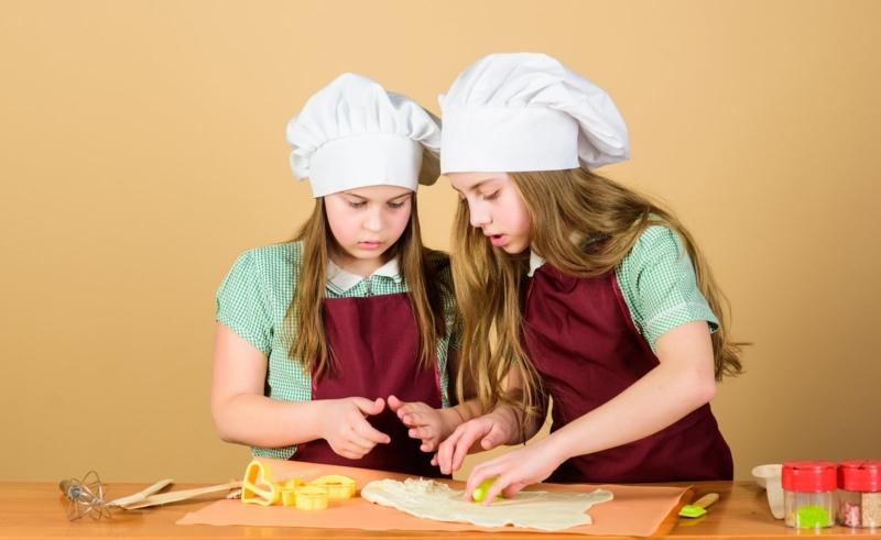 Kids Making Pie