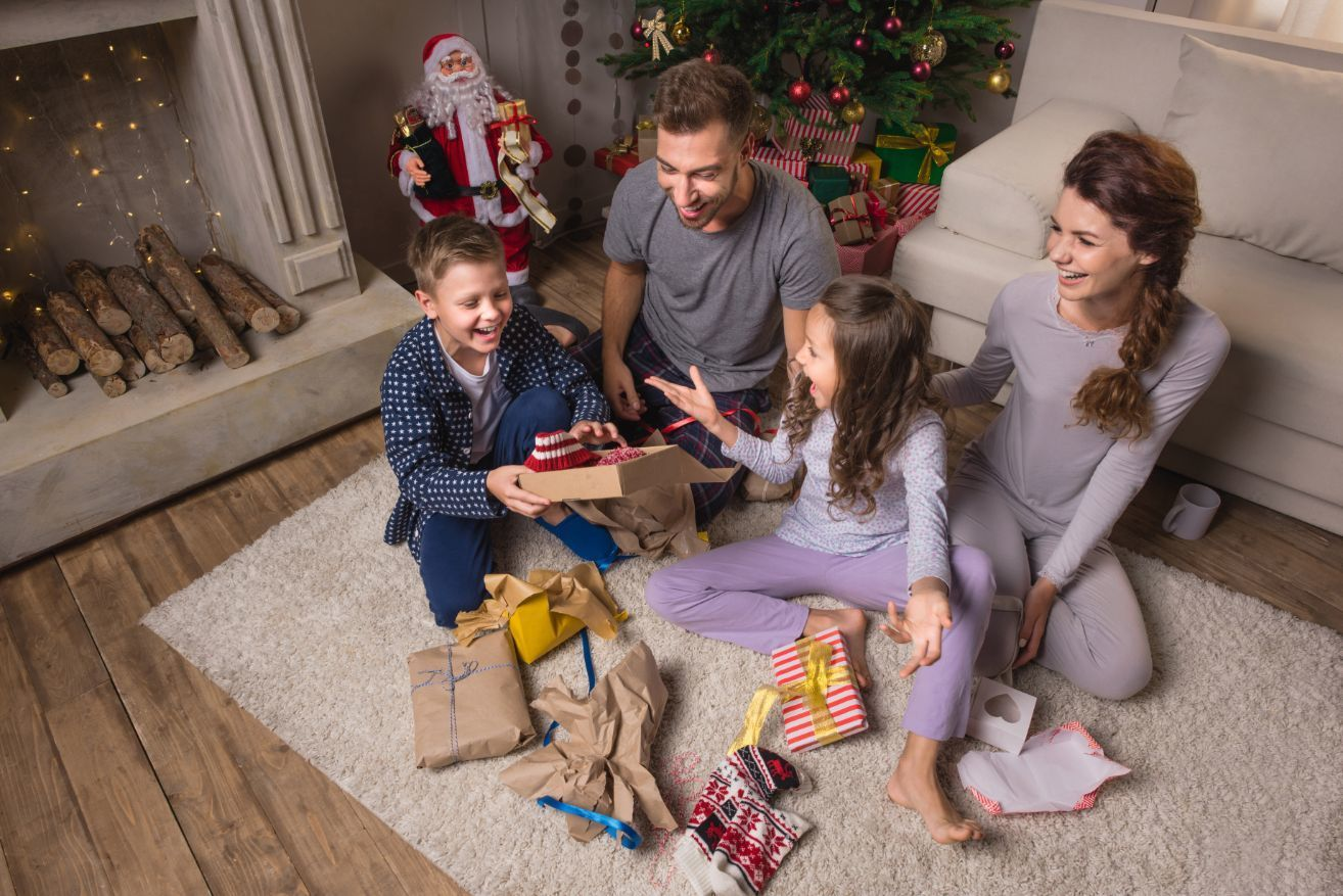 parents-and-children-in-pajamas-opening-presents- Bozeman, Montana