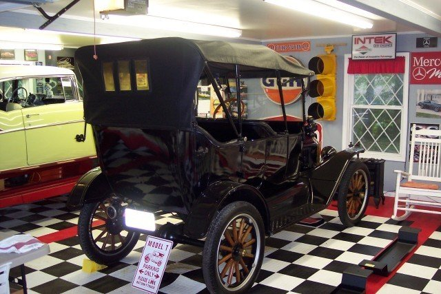 1915 Ford Model T-SOLD thumbnail