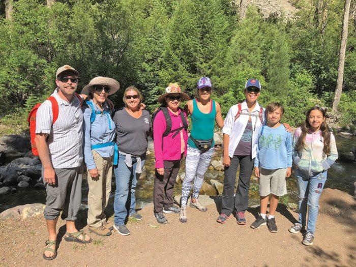 Caminatas bilingües gratuitas llegan a Red Hill thumbnail