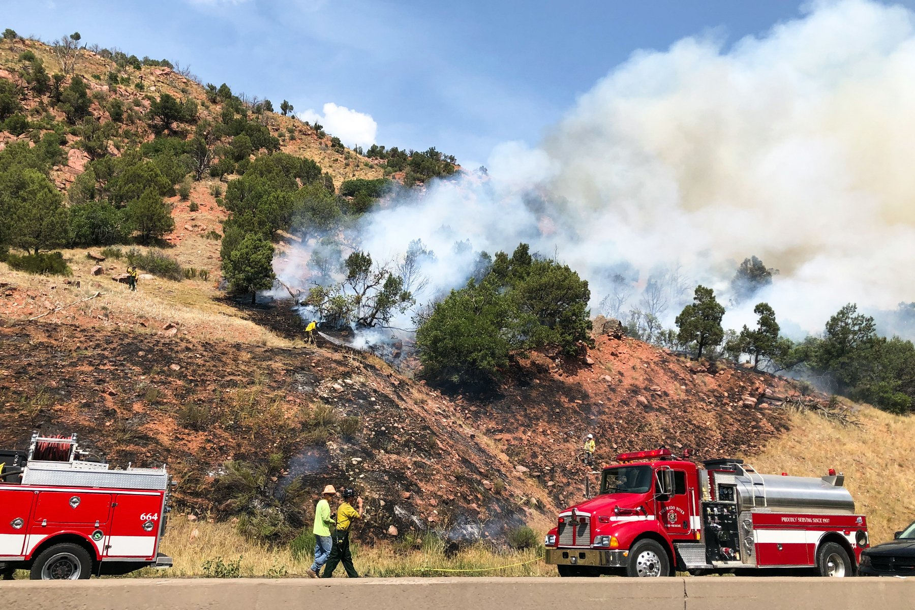Fire closes Interstate in South Canyon thumbnail