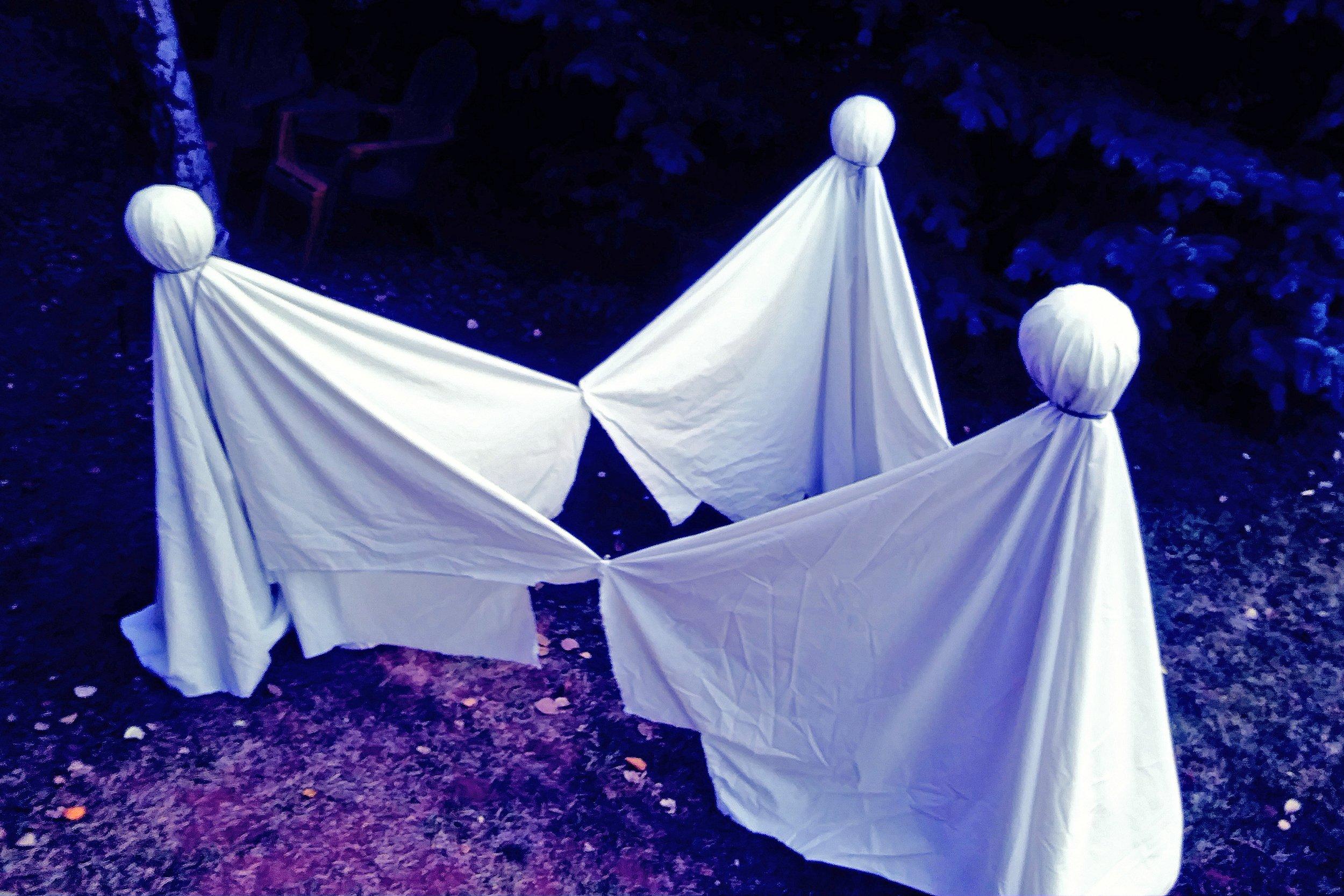 A grave Halloween thumbnail