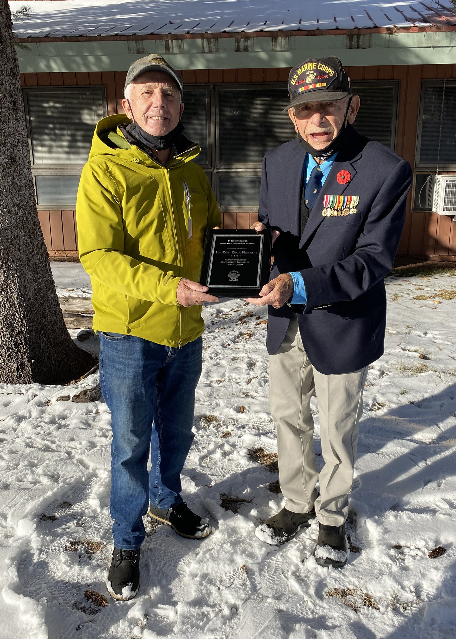 Basalt Mayor Bill Kane (left) presents a plaque for Outstanding Community Service to Lt. Col Richard Merritt. Photo by Roberta McGowan