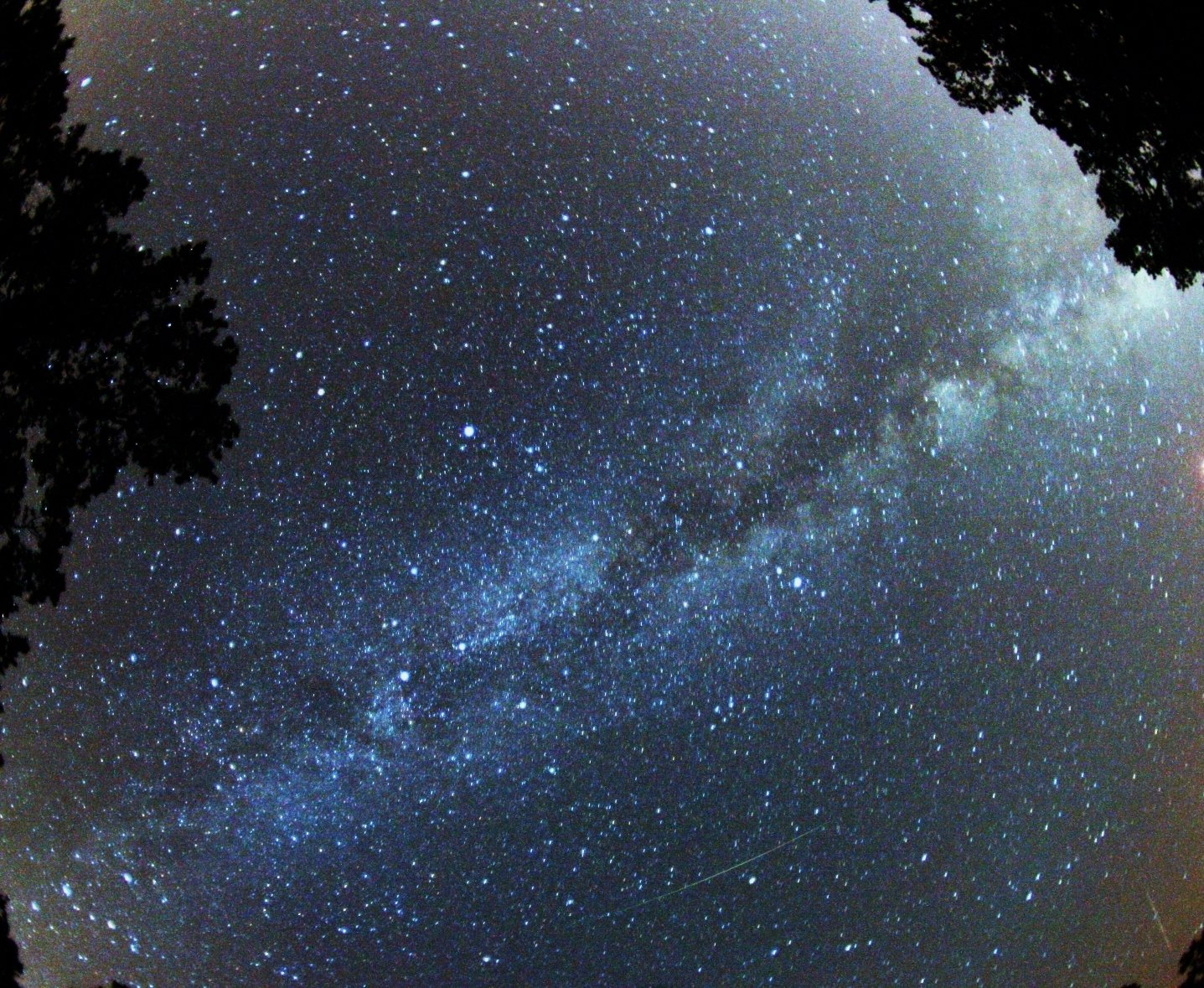 The Milky Way. Photo by Brocken Inaglory, Wikimedia Commons.