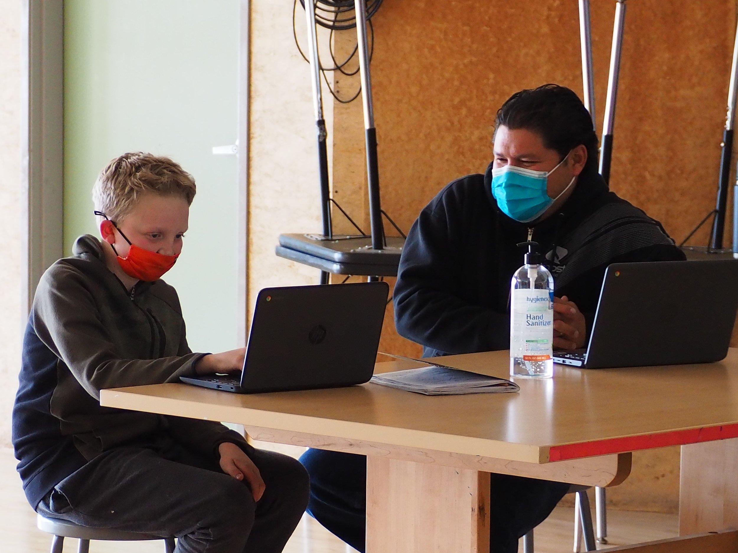 Una mirada íntima: escuelas locales en año de pandemia thumbnail
