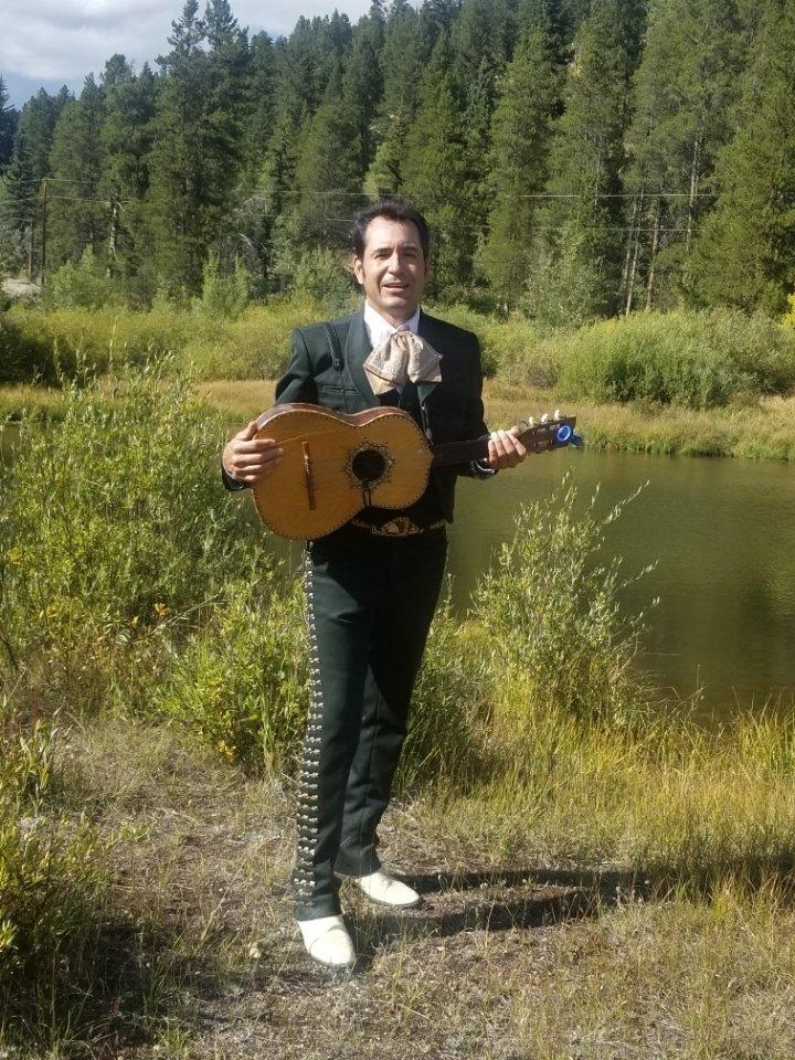 Angel Limón comparte su alma mariachi con el Valle Roaring Fork thumbnail