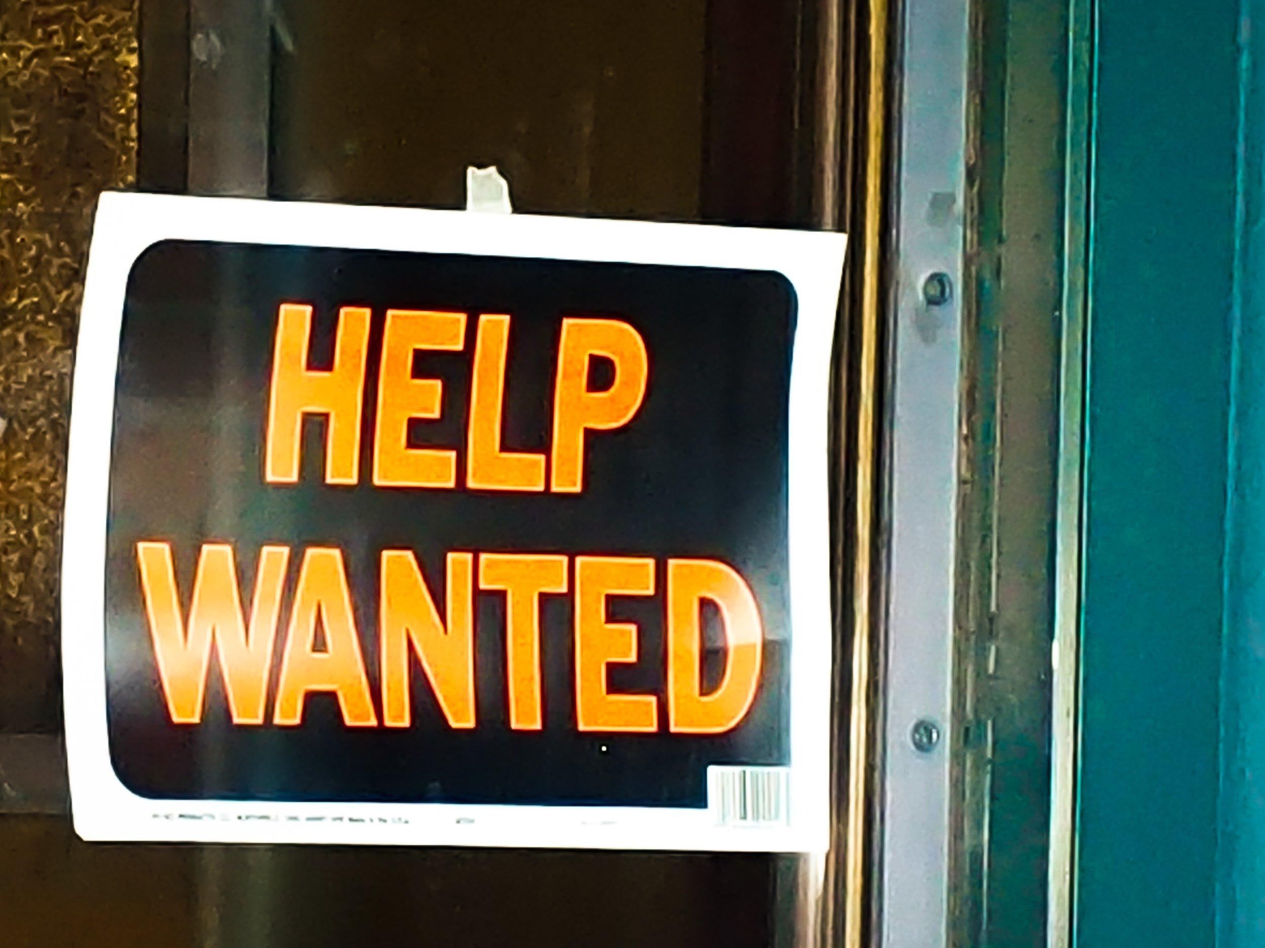 Se buscan trabajadores en todas partes thumbnail