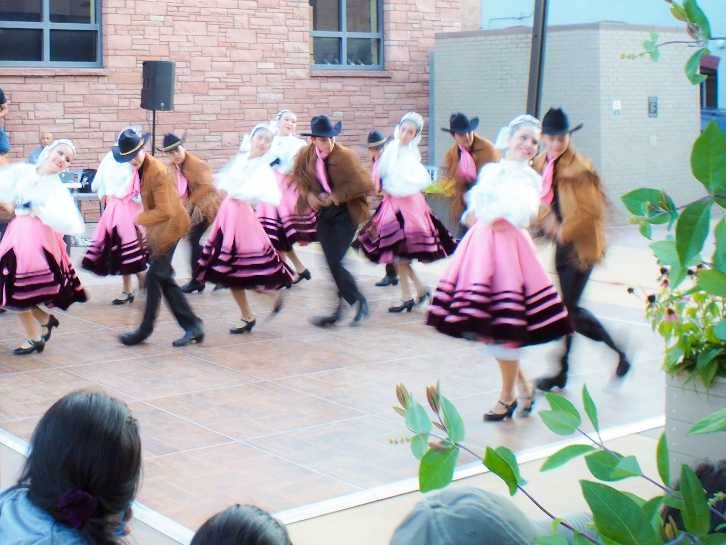 Bibliotecas locales celebran herencia folklórica thumbnail