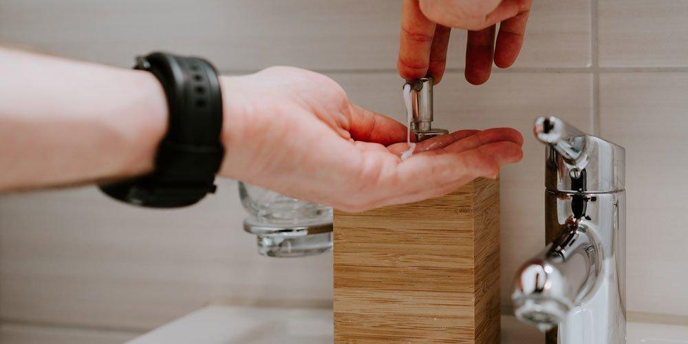 Handwashing. Photo via Claudio Sschwarz, Unsplashed
