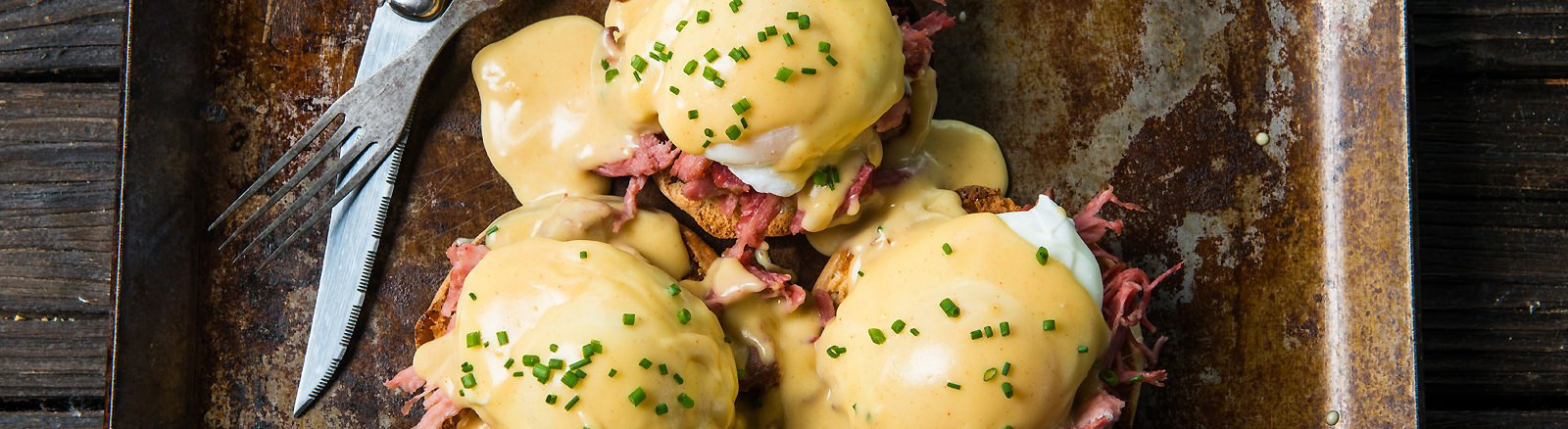 Eggs Benedict with Chipotle Pulled Pork thumbnail