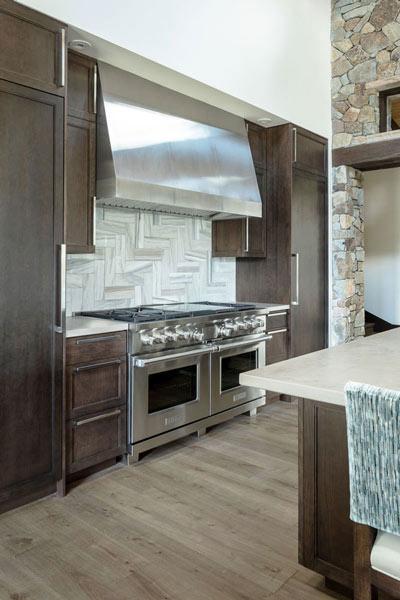 Kitchen herringbone tile pattern backsplash