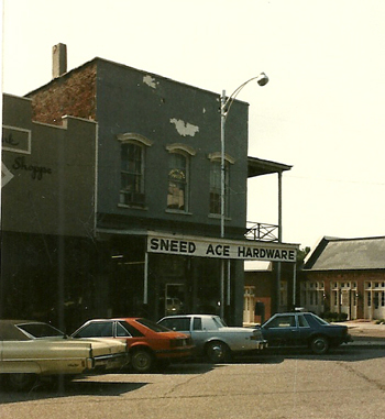 Old_store_on_Oxford_square_2_History_0